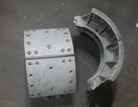 Колодка тормозная задняя Howo A7 (мост АС16, НС16) 220mm, 28 отв., срез/срез  AZ9231342070