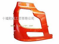 Бампер накладка фары (боковая) правая DONG FENG тягач  8406020-C0100